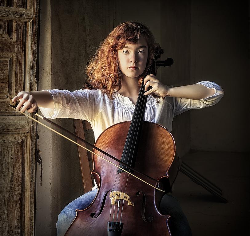 Con el violonchelo en la ventana