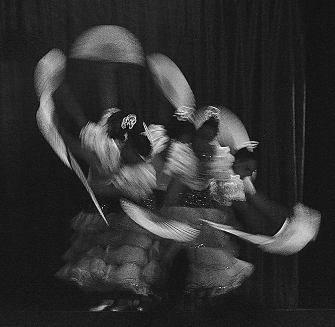bailarinas danzando con ábanicos