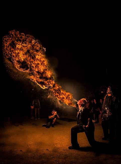 Soplando fuego
