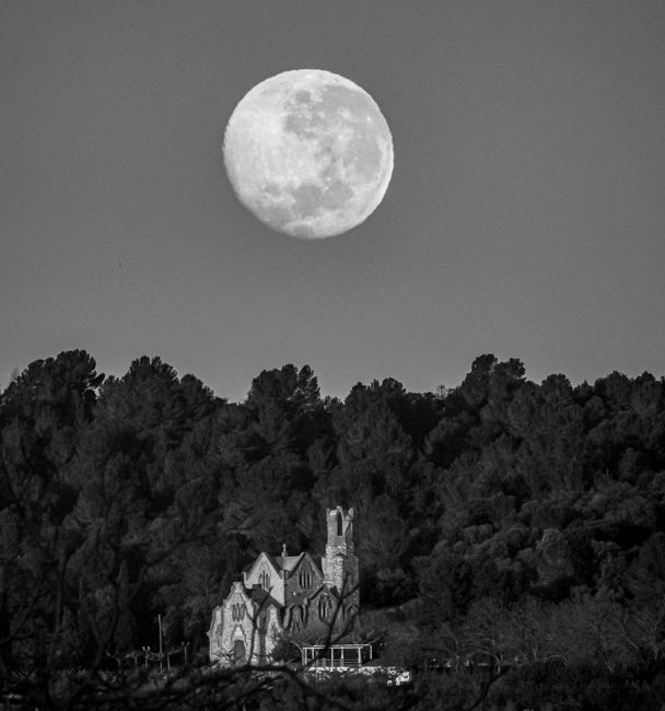 Lluna i ermita