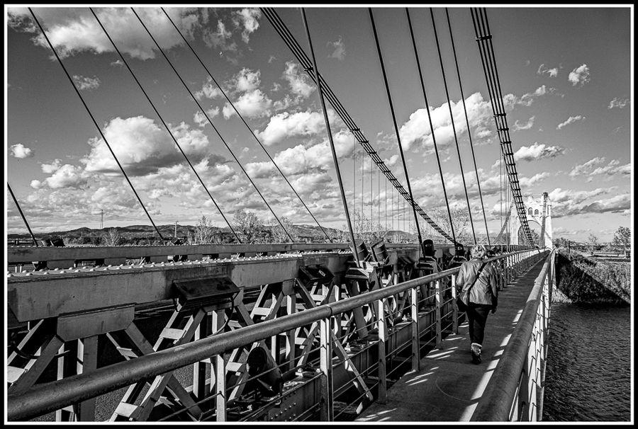 el pont que uneix