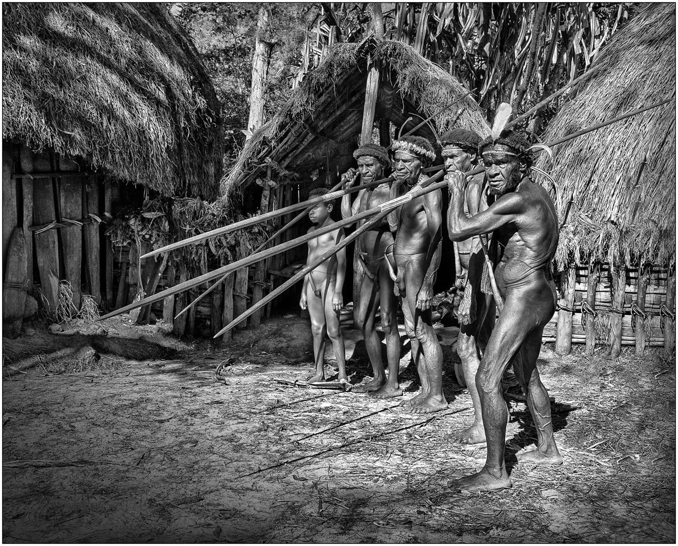 Indigenas, preparados para ir de caza