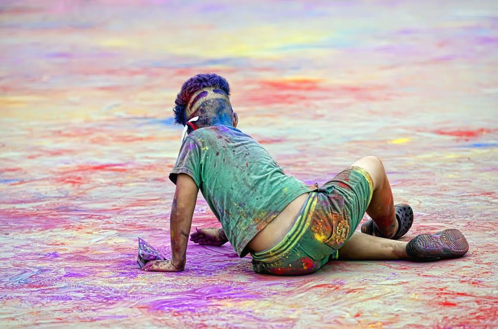 jugan amb els colors