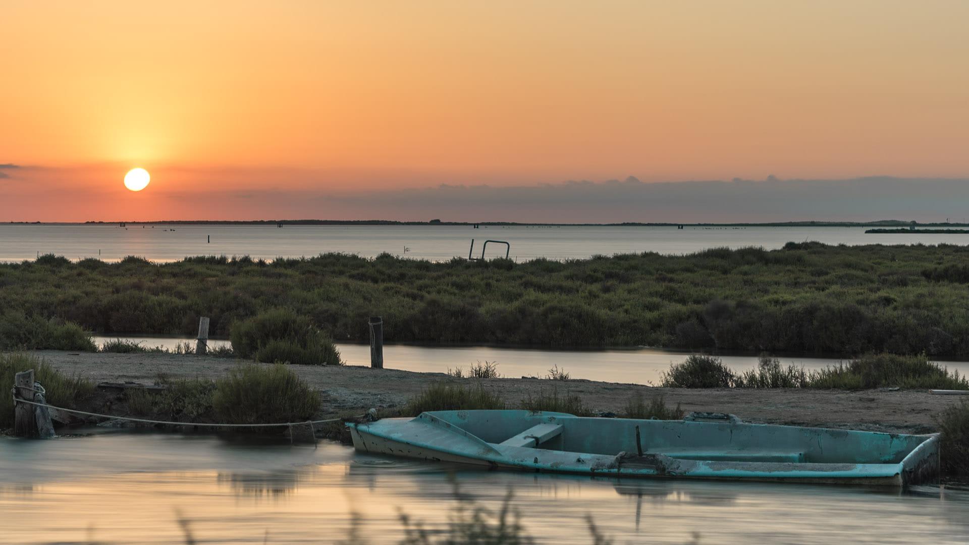 Barca a l'alba