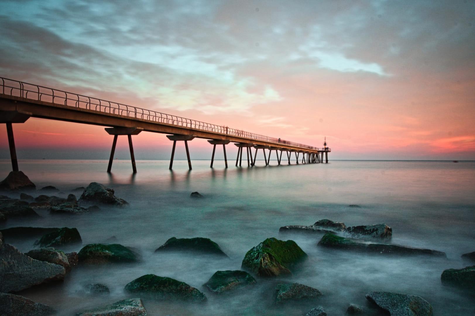Un pont de mar blava