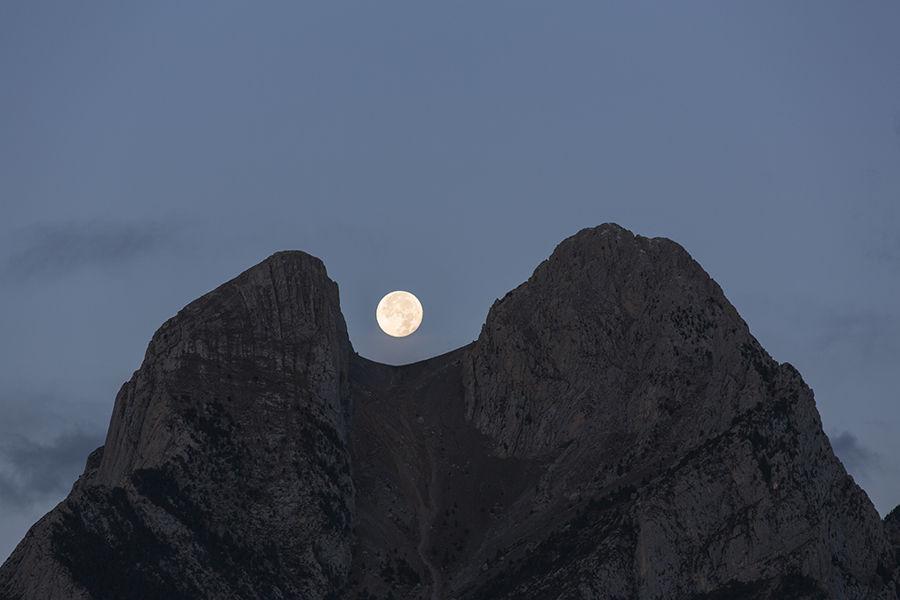 La Lluna i el Pedraforca