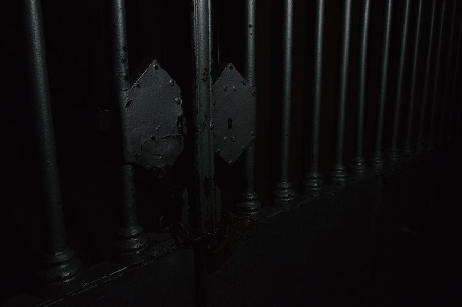 nocturna porta cementiri