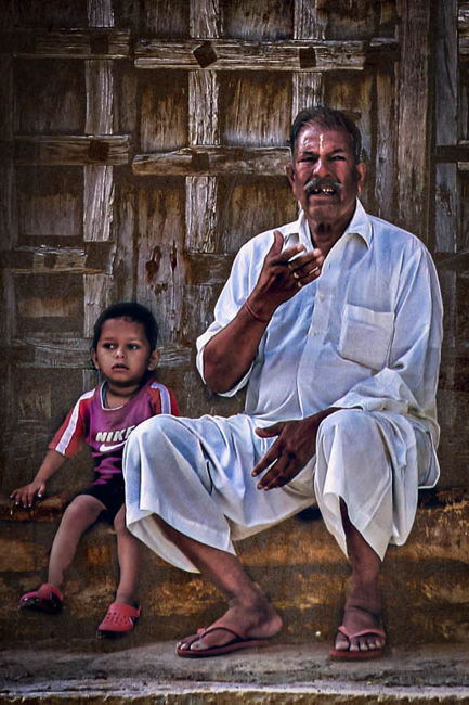 Nieto y abuelo en Rajasthan