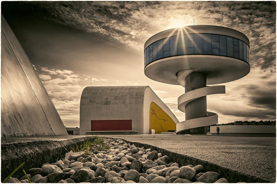 [Contraluz en el Niemeyer...