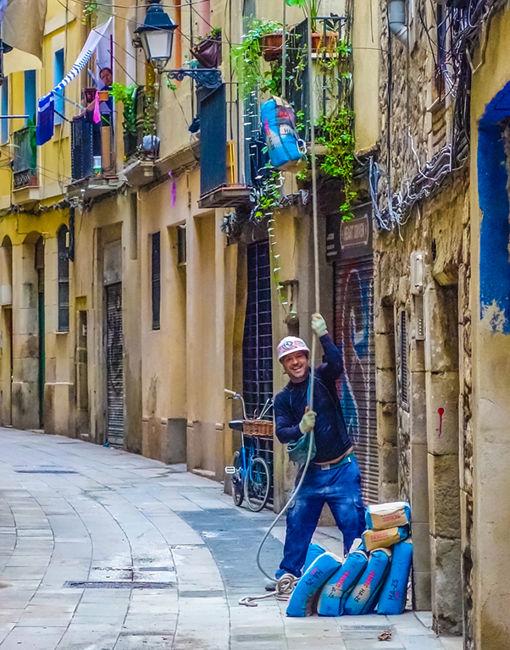 Working on the street - La Ribera