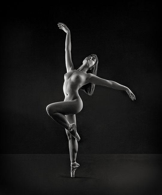 Dancing girlDancing girl