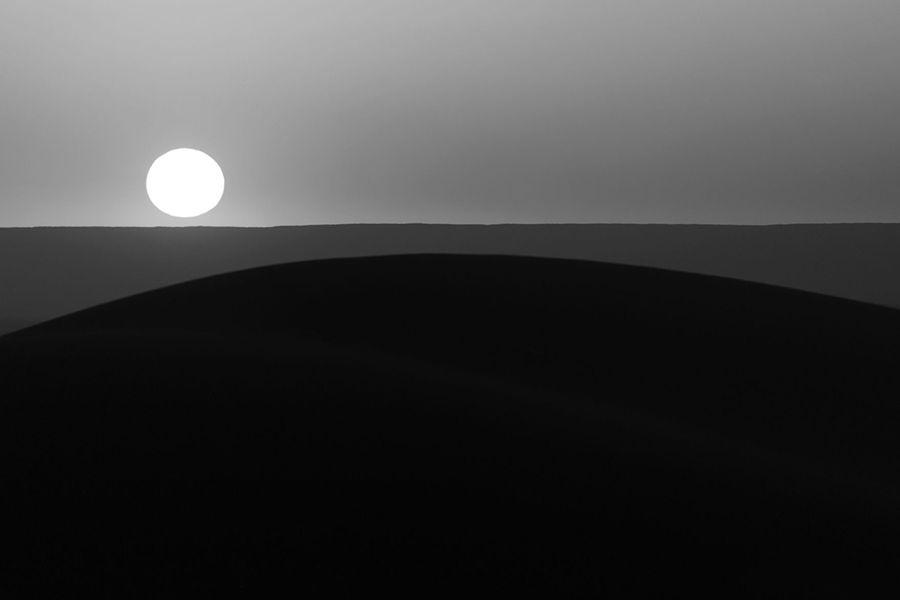 Composició geomètrica: Sol ixent al desert]