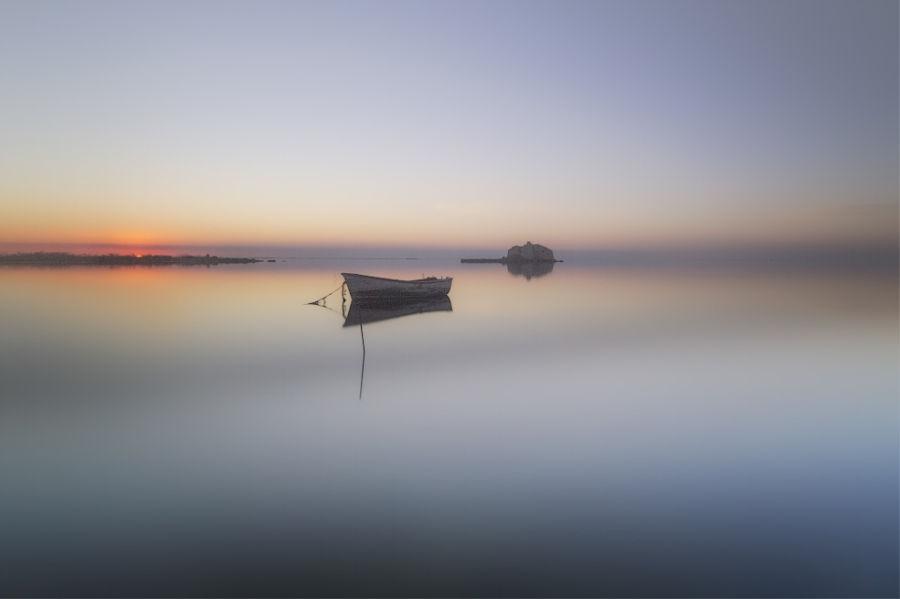 Barca en la niebla
