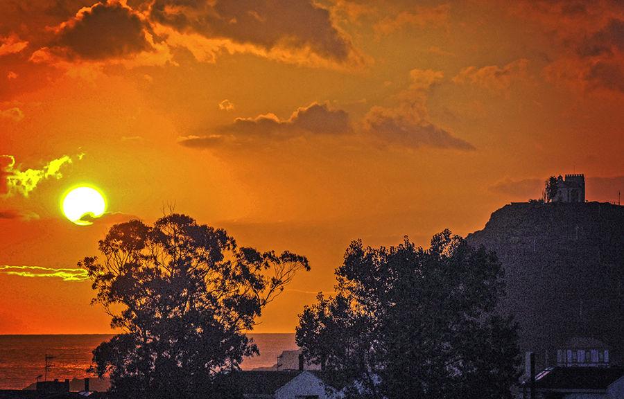 Capilla de Guia en la salida del sol