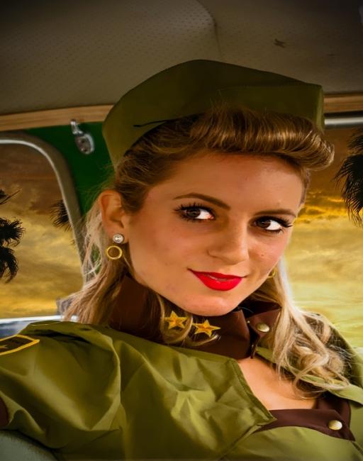 La chica de la Armada