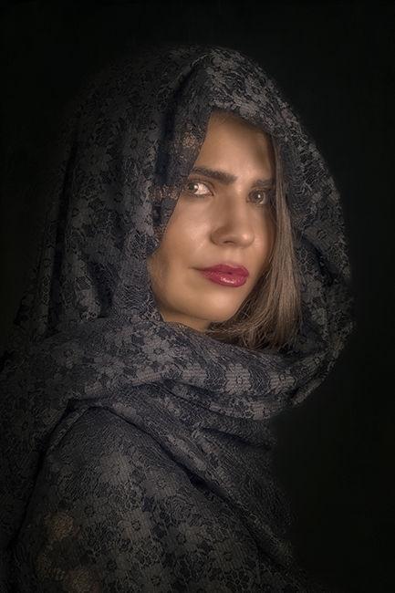 Dona amb vel negre