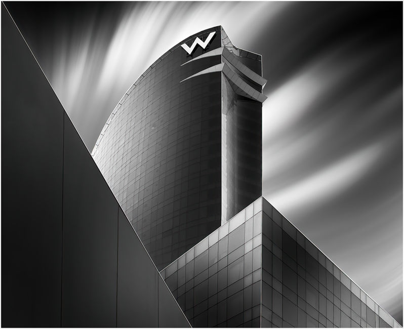 Arquitectura onírica en blanc i negre.