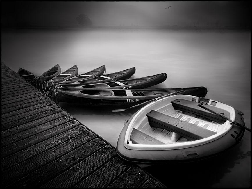 La barca i els caiacs