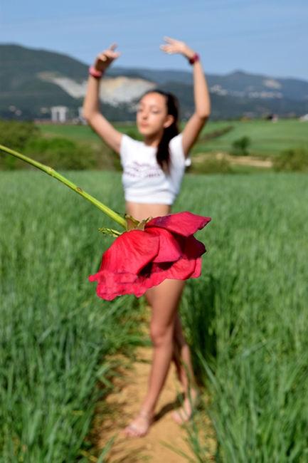 Nena en flor