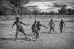 Nens africans jugant a futbol